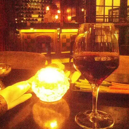 รูปภาพถ่ายที่ Zihni Bar โดย Ali Y. เมื่อ 1/18/2013