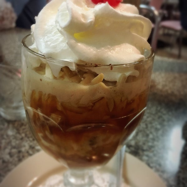 Foto tirada no(a) Sugar Bowl Ice Cream Parlor Restaurant por David K. em 2/9/2019