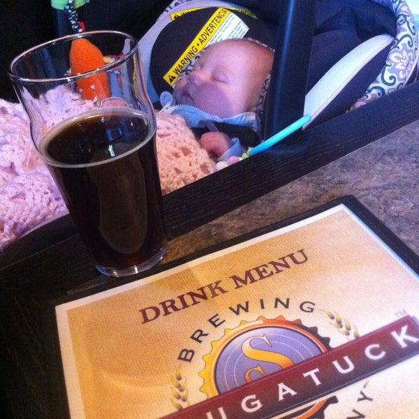 Снимок сделан в Saugatuck Brewing Company пользователем Amee R. 5/13/2013