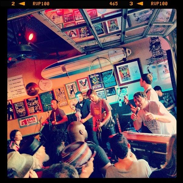 Foto diambil di Lucy's Retired Surfers Bar and Restaurant oleh Marissa K. pada 3/16/2013