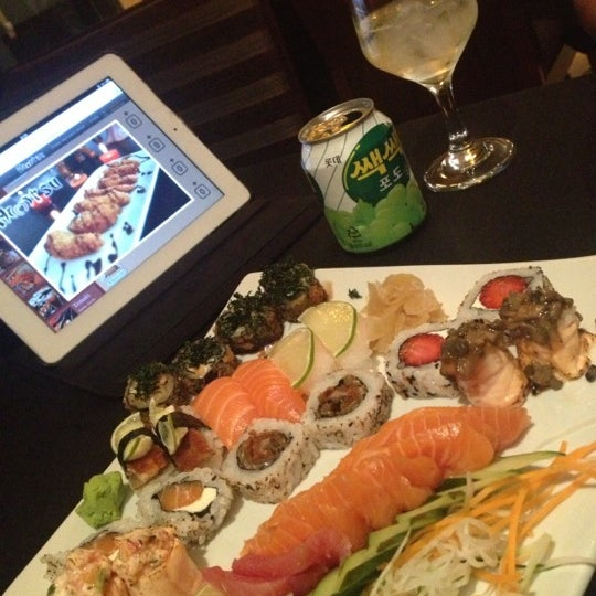 Foto tirada no(a) Himitsu Culinária Japonesa por Dalmir R. em 11/2/2012