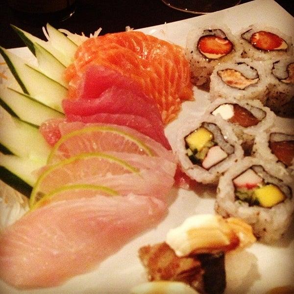 Foto tirada no(a) Himitsu Culinária Japonesa por Dalmir R. em 4/19/2013