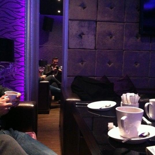 Foto tomada en Kalina Bar Restaurant por Qnur E. el 12/23/2012
