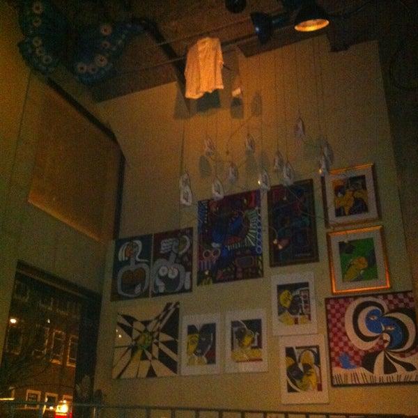 Foto diambil di Subeez Cafe Restaurant Bar oleh Clyde A. pada 2/11/2013