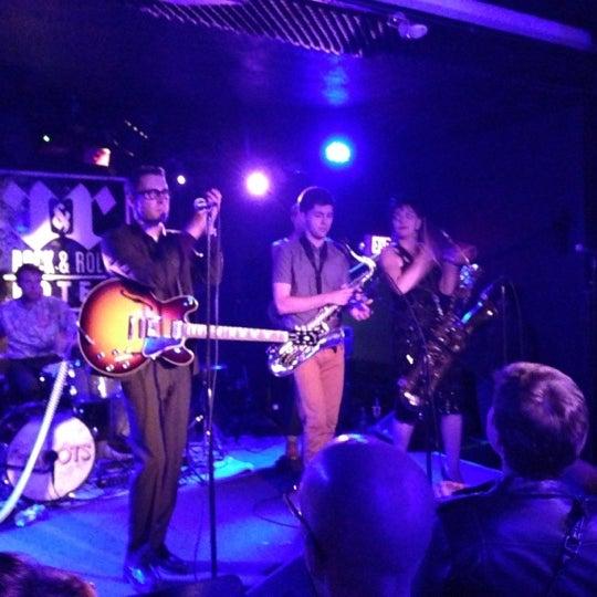 Foto tomada en Rock & Roll Hotel por Jon C. el 10/3/2012