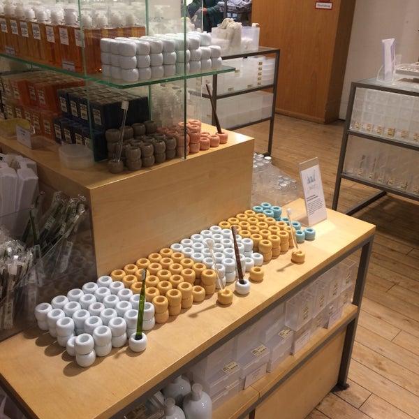 Ассортимент райский. Но по организации пространства магазин muji в mall of Berlin понравился больше, да и людей там меньше