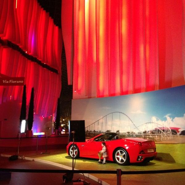 Foto tomada en Ferrari World Abu Dhabi por Katya S. el 1/8/2013