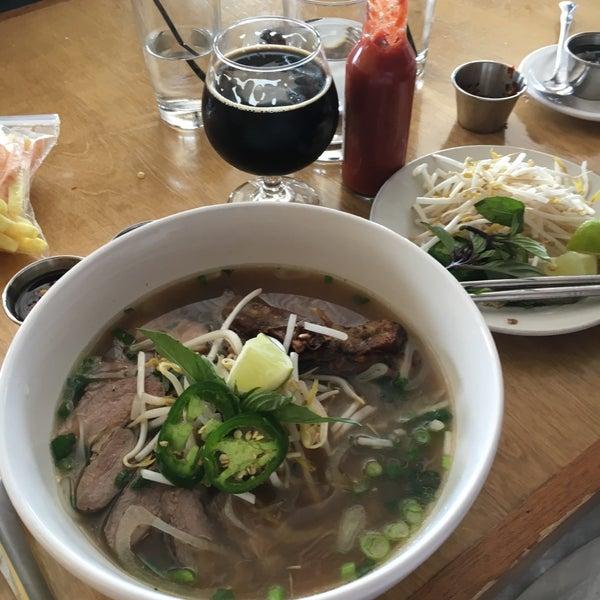 4/17/2016に💸Chris L.がNgon Vietnamese Bistroで撮った写真