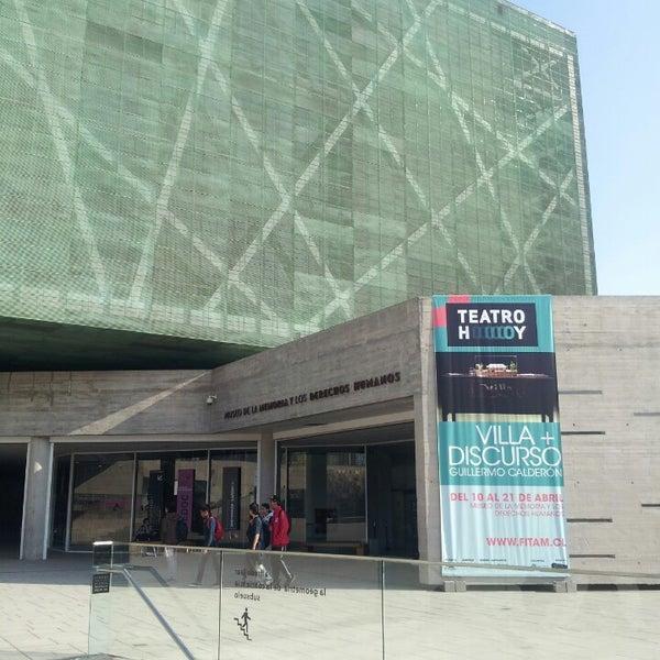 Foto diambil di Museo de la Memoria y los Derechos Humanos oleh Gabriela R. pada 4/20/2013