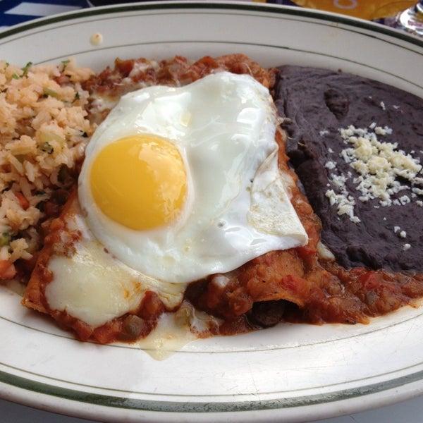 รูปภาพถ่ายที่ El Real Tex-Mex Cafe โดย Sadalit V. เมื่อ 7/8/2013