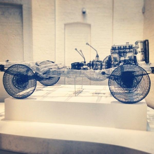 Foto scattata a White Rabbit Gallery da Mooksy ♔. il 1/13/2013