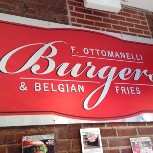 Foto tomada en F. Ottomanelli Burgers and Belgian Fries por Maurice S. el 12/21/2013