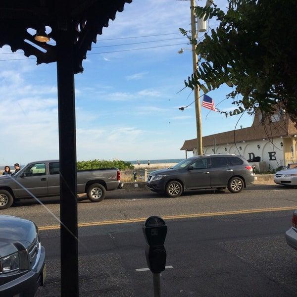 Foto tomada en Cabanas Beach Bar and Grill por Lauren S. el 6/8/2014