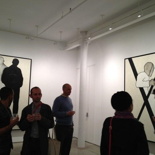 Foto scattata a Bruce Silverstein Gallery da Holly H. il 10/25/2012