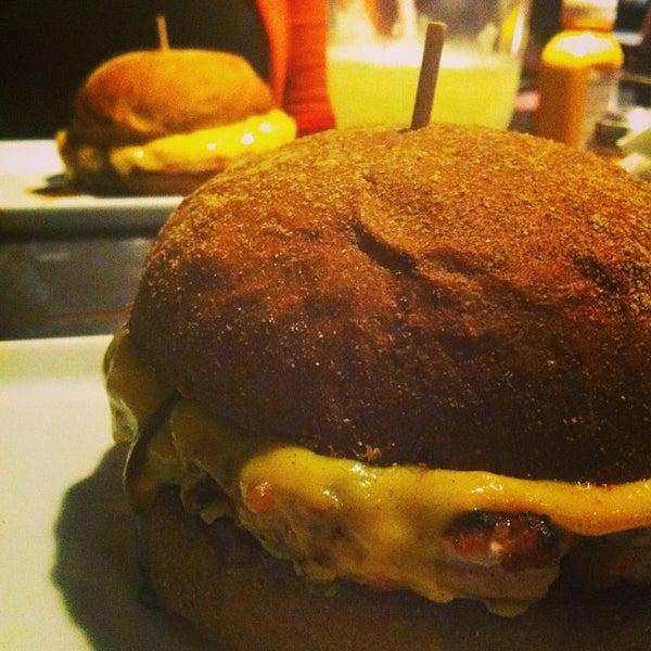 รูปภาพถ่ายที่ Paulista Burger โดย Rainer Eduardo L. เมื่อ 9/30/2013