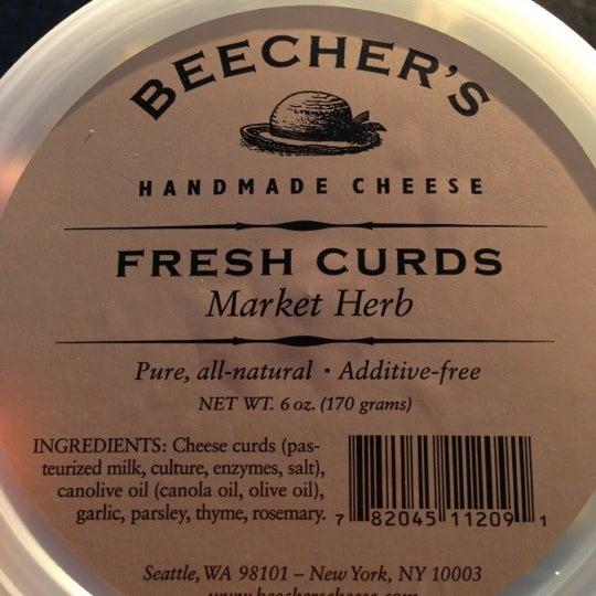 Das Foto wurde bei Beecher's Handmade Cheese von Spenser H. am 10/9/2012 aufgenommen