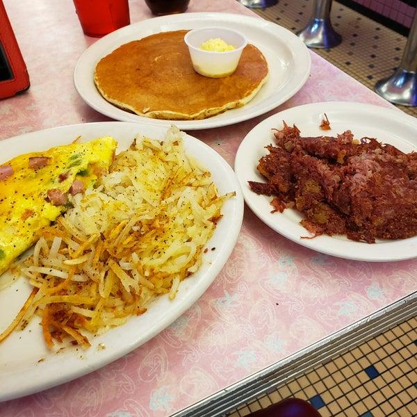 Foto tirada no(a) Rosie's Diner por Samantha K. em 8/21/2019