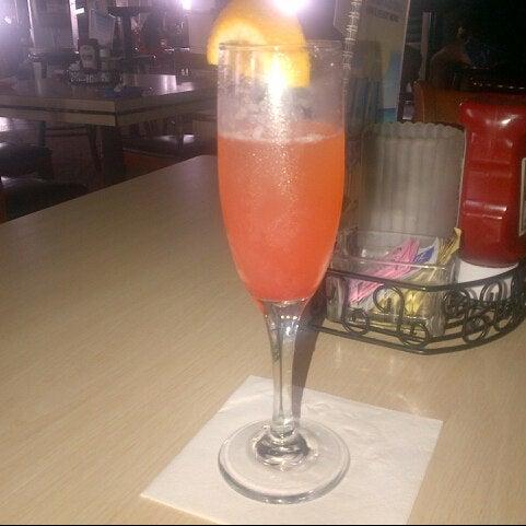 Foto tomada en Cabanas Beach Bar and Grill por Megan W. el 8/30/2014