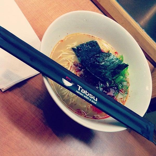 11/24/2012 tarihinde Benjamin B.ziyaretçi tarafından Tatsu Ramen'de çekilen fotoğraf
