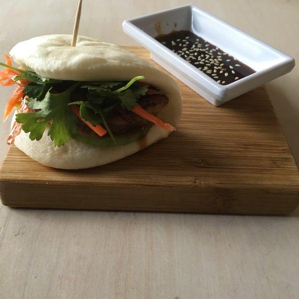 Das Foto wurde bei Chibiscus Asian Cafe & Restaurant von Donn U. am 1/15/2016 aufgenommen