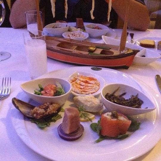 Foto tomada en Trilye Restaurant por asiye k. el 10/27/2012
