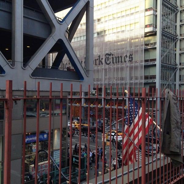 Foto diambil di Beer Authority NYC oleh Christianne L. pada 5/17/2013
