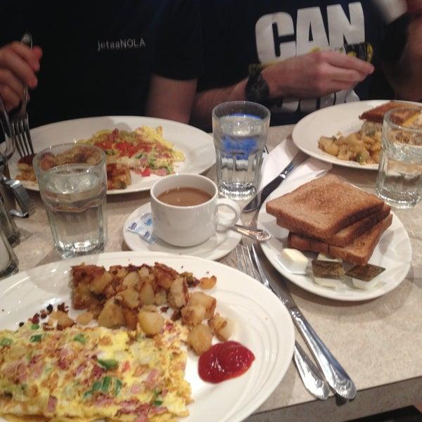 Photo prise au Morning Star Cafe par Chris H. le5/2/2013