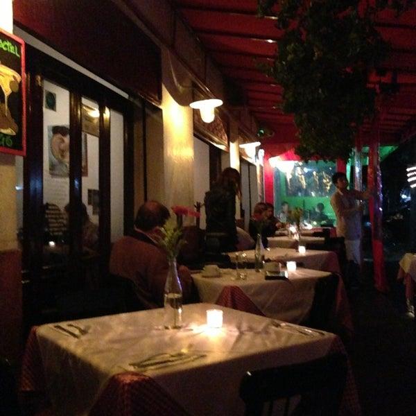 Foto tirada no(a) Café La Gloria por Liliana R. em 6/24/2013