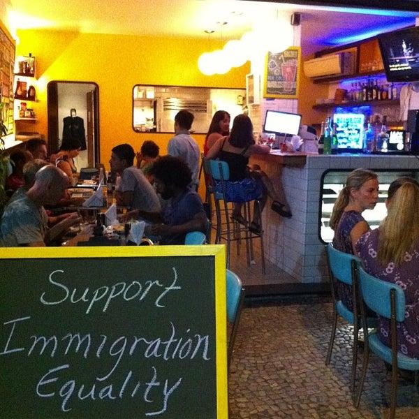 Photo prise au Gringo Café par Sam F. le3/1/2013