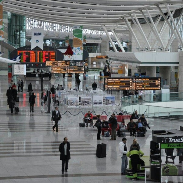 Foto diambil di İstanbul Sabiha Gökçen Uluslararası Havalimanı (SAW) oleh Ümit Erdoğan Ş. pada 11/18/2013