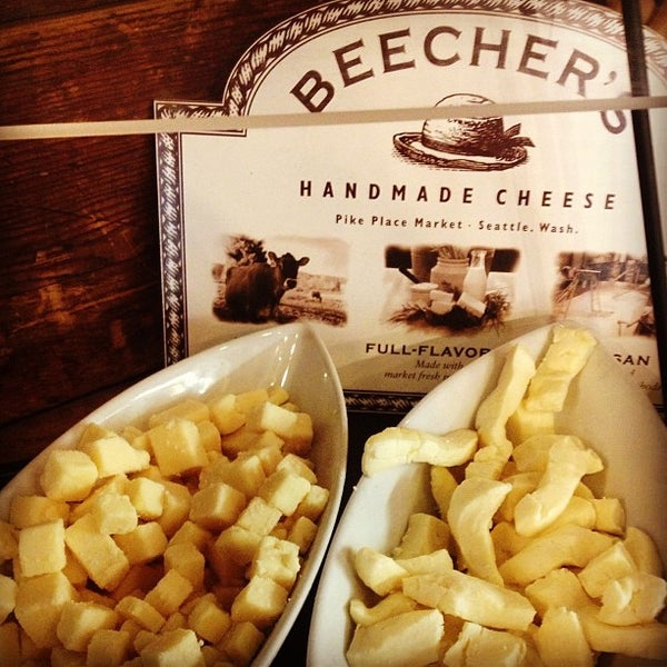 Foto tomada en Beecher's Handmade Cheese por Jenn P. el 1/12/2013