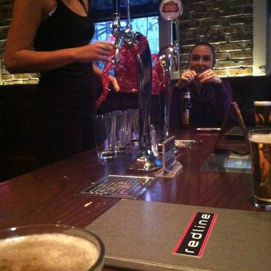 Das Foto wurde bei Redline von Matt E. am 12/8/2012 aufgenommen