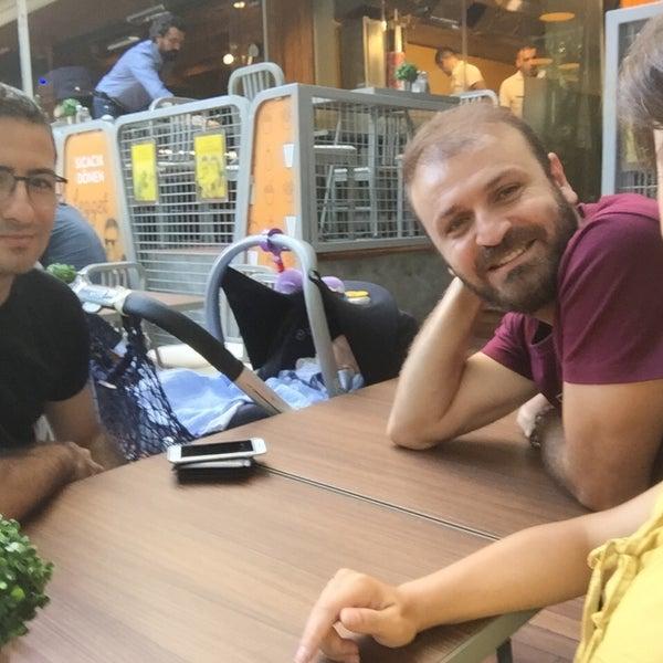 9/27/2015 tarihinde Melek O.ziyaretçi tarafından Magmadöner'de çekilen fotoğraf