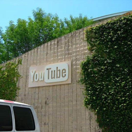 Снимок сделан в YouTube Space LA пользователем Raymon P. 6/17/2013
