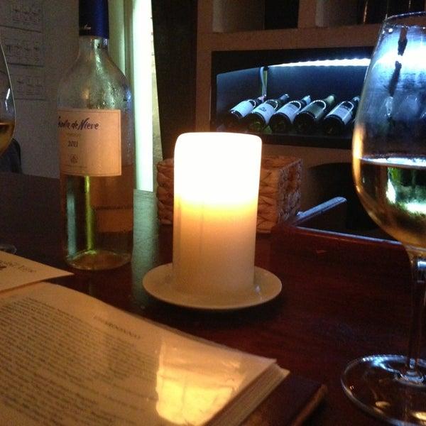 รูปภาพถ่ายที่ The Tangled Vine Wine Bar & Kitchen โดย Joey G. เมื่อ 6/29/2013
