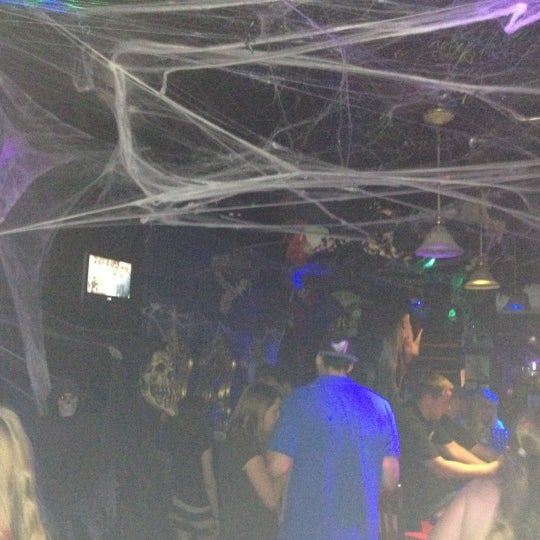 10/6/2012 tarihinde Mairead M.ziyaretçi tarafından Raven Lounge'de çekilen fotoğraf