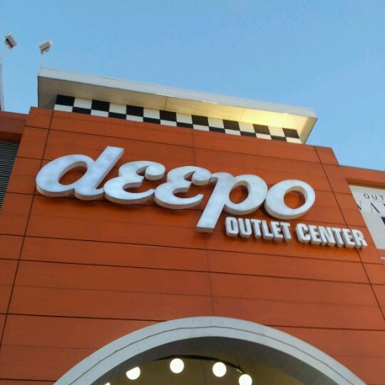 Foto tirada no(a) Deepo Outlet Center por Levent O. em 11/12/2012