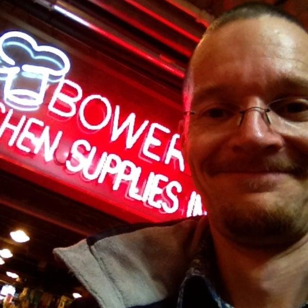 Das Foto wurde bei Bowery Kitchen Supplies von Stefan B. am 3/11/2013 aufgenommen