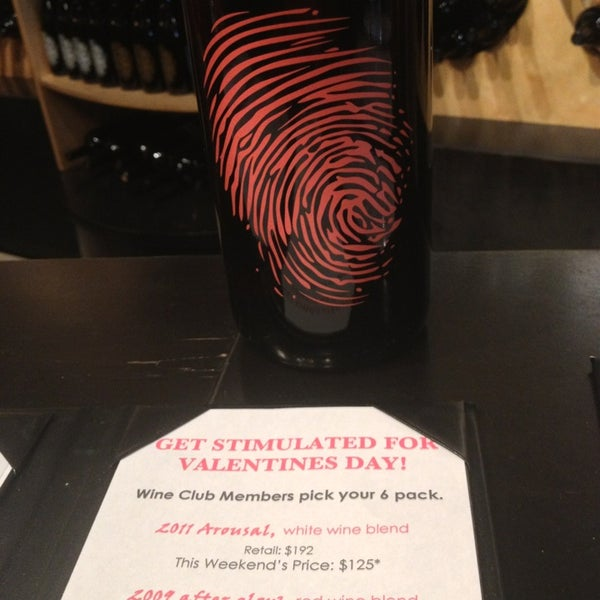 2/11/2013 tarihinde Sonya D.ziyaretçi tarafından Thumbprint Cellars Tasting Room & Art Gallery'de çekilen fotoğraf
