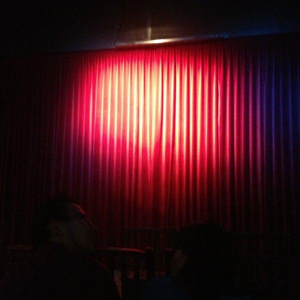รูปภาพถ่ายที่ La Casona Del Arbol Teatro-Bar & Cocina Show Center โดย Tony O. เมื่อ 7/13/2013