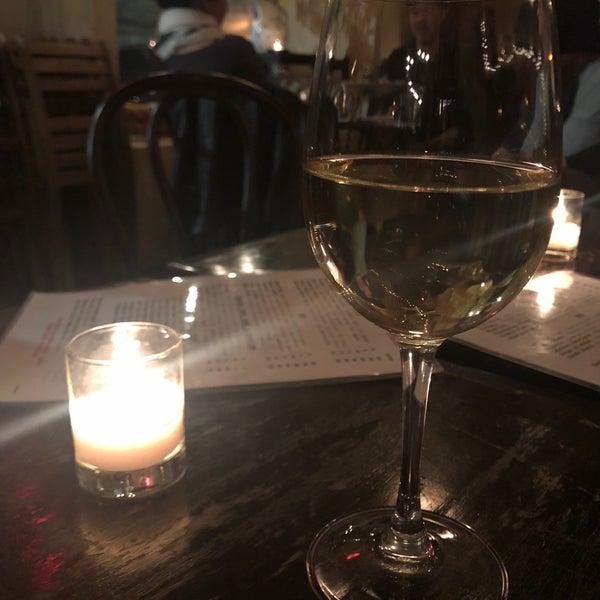 รูปภาพถ่ายที่ Pinkerton Wine Bar โดย Kristina K. เมื่อ 4/20/2018