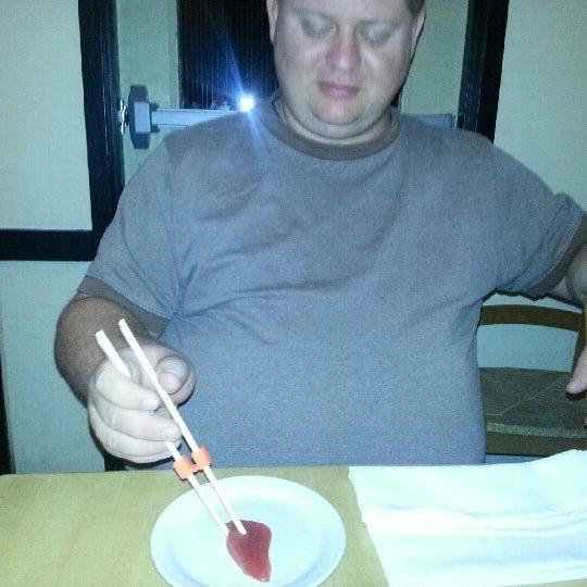 รูปภาพถ่ายที่ Sushi Tora โดย Jayson S. เมื่อ 9/22/2012