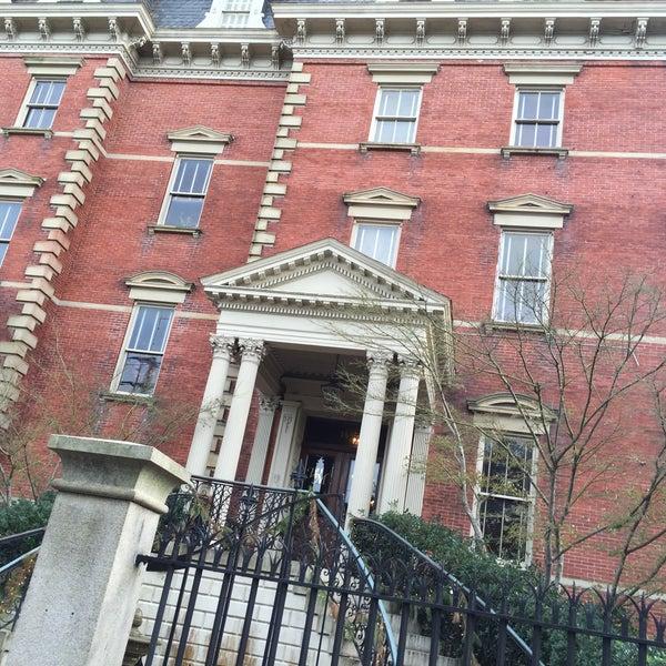 Foto diambil di Wentworth Mansion oleh Bobby N. pada 12/30/2015