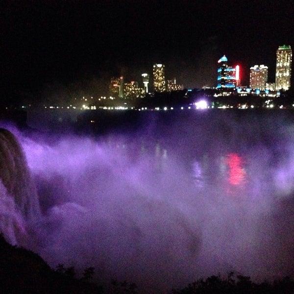 10/9/2013 tarihinde Regina D.ziyaretçi tarafından Niagara Falls USA Official Visitor Center'de çekilen fotoğraf