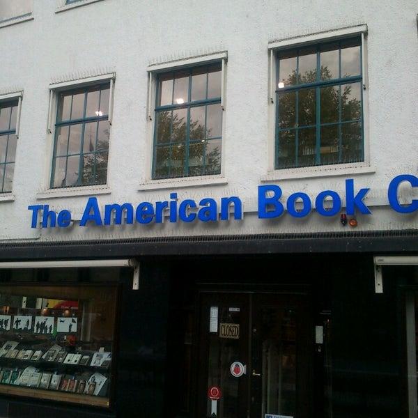 Foto tirada no(a) The American Book Center por Romeo em 5/9/2013