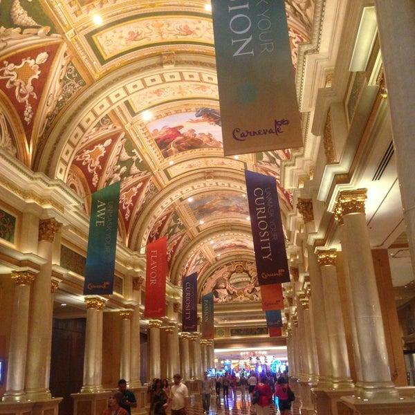Foto tirada no(a) Venetian Resort & Casino por akira m. em 6/20/2013