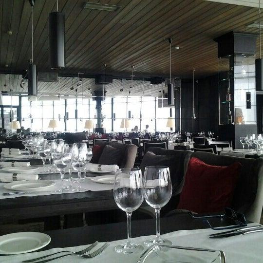 Foto tirada no(a) Ресторан & Lounge «Река» por Roman V. em 4/14/2013