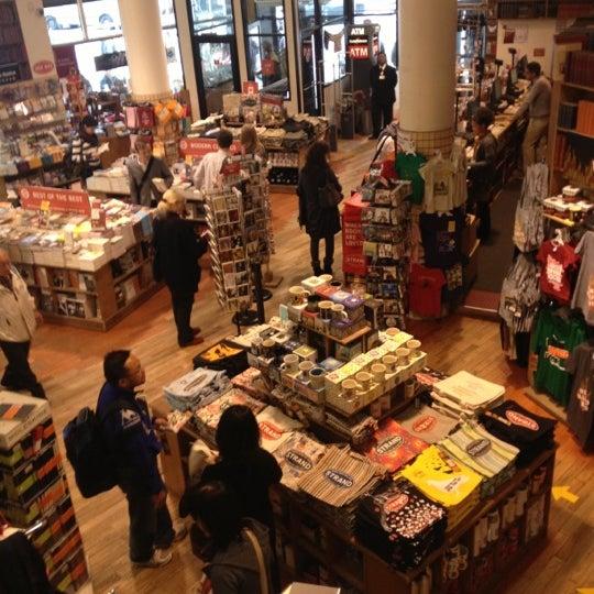 Foto scattata a Strand Bookstore da Mark G. il 10/12/2012