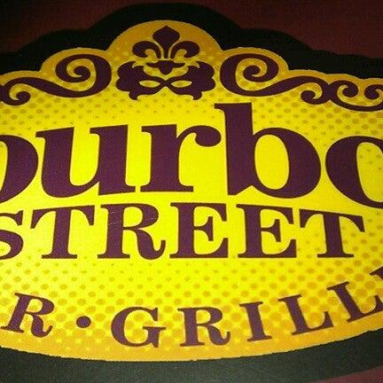 Foto tirada no(a) Bourbon Street Bar & Grille por Jayson M. em 10/19/2012