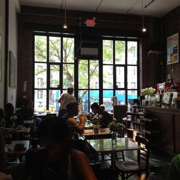 9/12/2013にJenny H.がTaszo Espresso Barで撮った写真